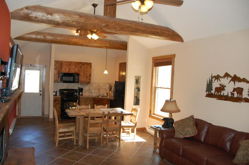 Great Cabin #1 w/ King Beds and Longs Peak View, location de vacances à Drake