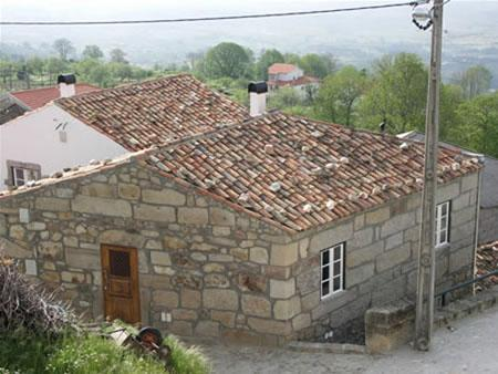 Casas Folgosinho - House 2 Bedrooms, holiday rental in Guarda District