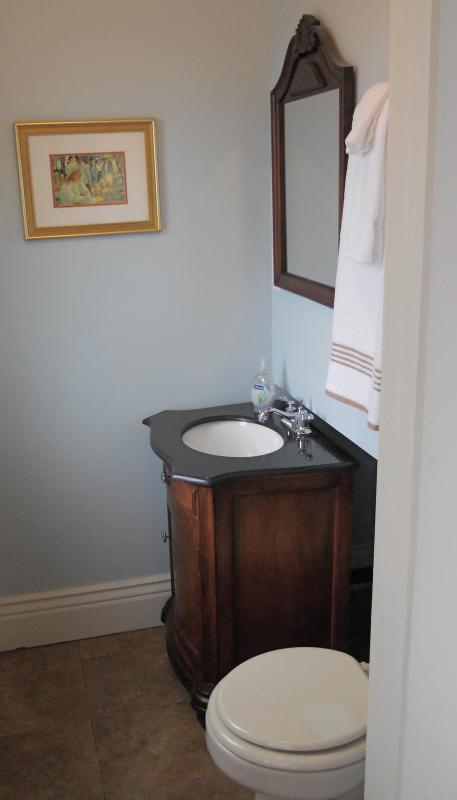 Ensuite 2 Piece Bathroom