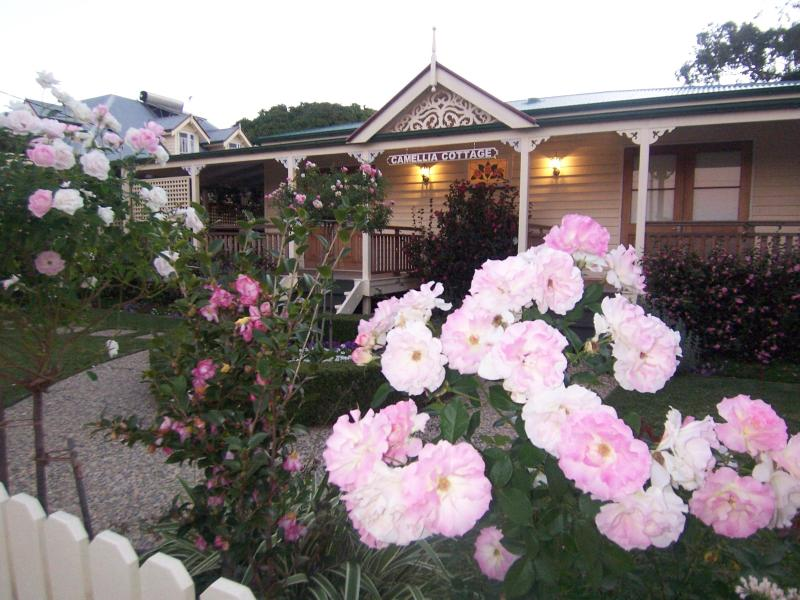 Reid's Place and Camellia Cottage, vacation rental in Deception Bay