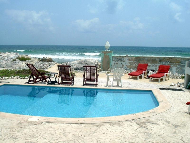 Casa Rosa-Great Waterfront Family Vacation Spot, holiday rental in Isla Mujeres