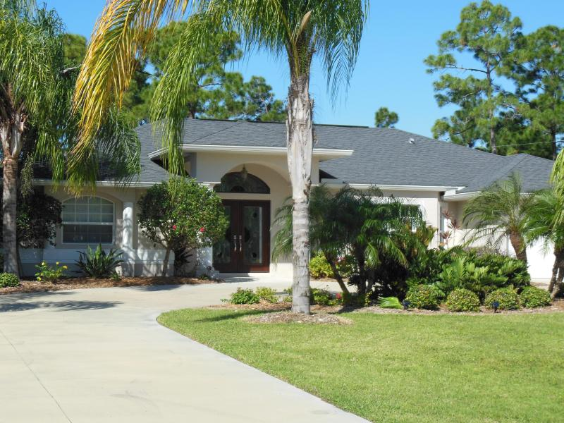 Beautiful Private 3 Bedroom Pool Home in South Fl, location de vacances à Port Charlotte