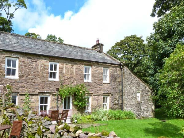 HIGH SPRINTGILL COTTAGE, character cottage,  woodburner, off road parking,and, location de vacances à Newbiggin-on-Lune