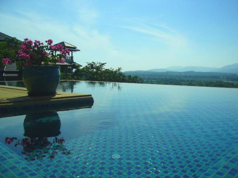 View from infinity-edge swimming pool (17x6m) and pool jacuzzi
