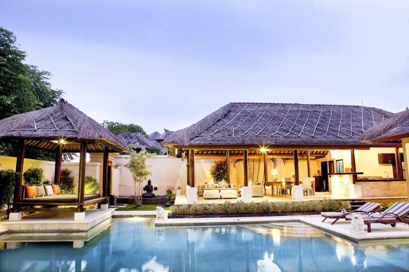 Villa Ayu - 1 km from Jimbaran Beach, holiday rental in South Kuta