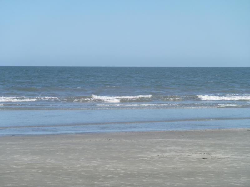 Oceanfront Resort: Clean and Comfortable: Walk to the beach, vakantiewoning in Hilton Head