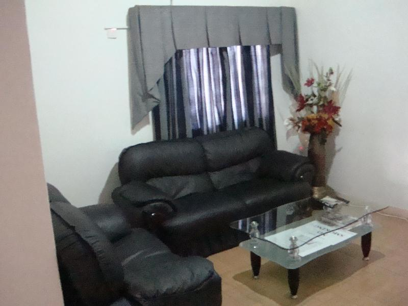 T.N. Hospitality Self Catering Budget Apt-Upstairs, vacation rental in Achimota