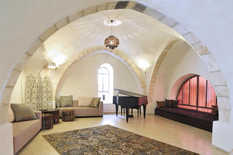 The Rova Arches — Historic Home in the Old City, holiday rental in Kfar Adumim