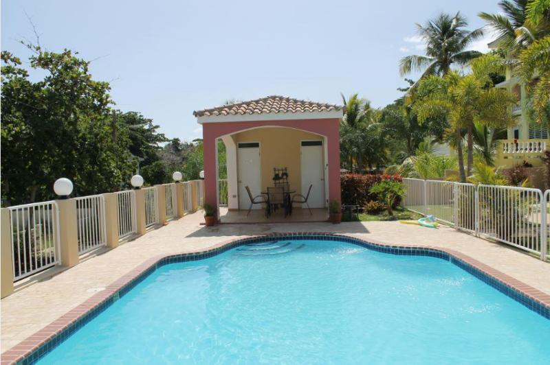 Pool view to gazebo