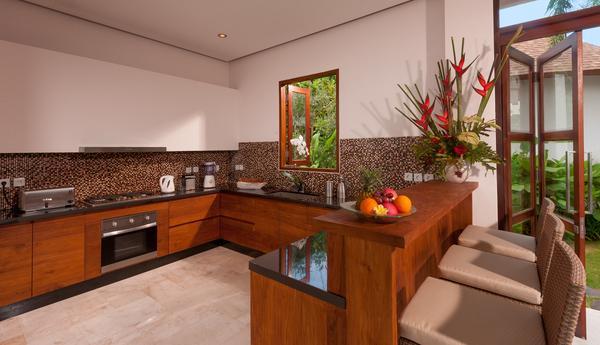Zona de cocina con comedor de diario