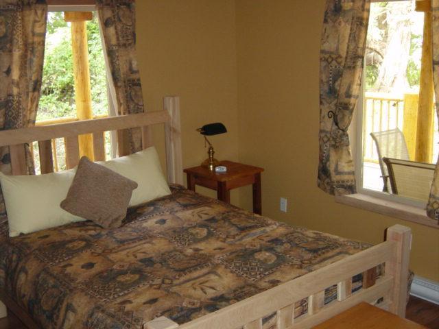 CEDARVIEW HOUSE - BEDROOM - Queen size beds