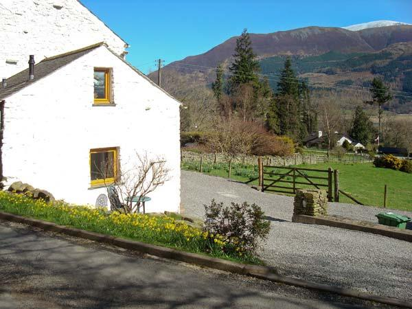 WREN'S NEST, barn conversion near Keswick, patio, stunning views, in, holiday rental in Thornthwaite