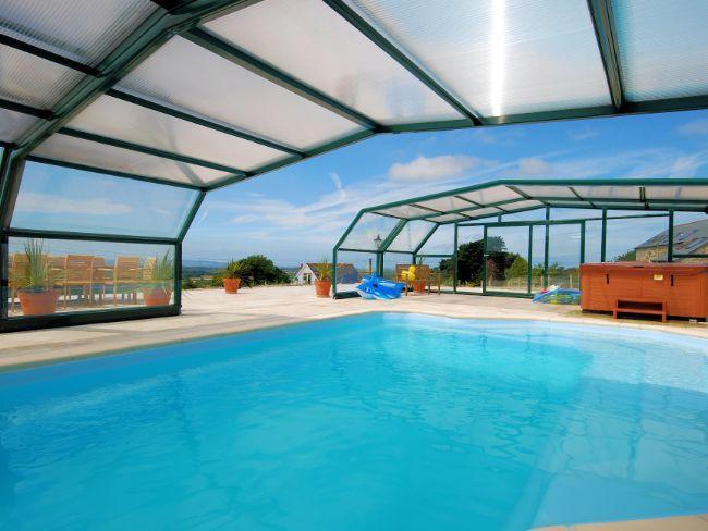 Compartilhado indoor / outdoor piscina aquecida