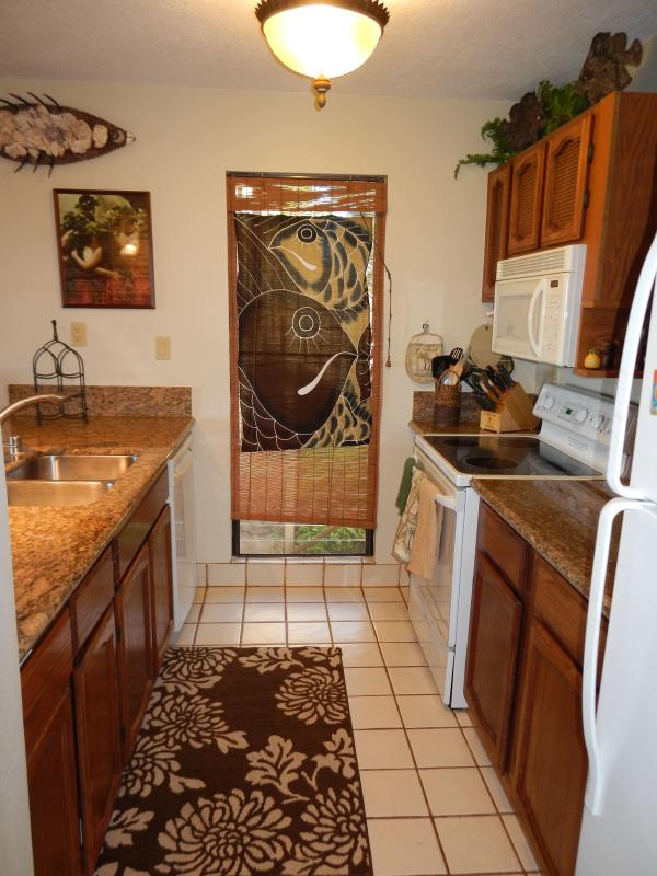 Granite Counters, New or newer appliances, reverse osmosis drinking water and filtered icemaker.