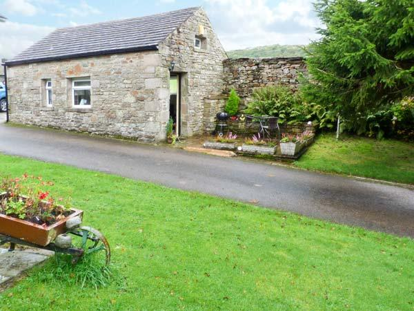 THE BULL HULL, scenic walks, off road parking, private patio, in Hutton Roof, holiday rental in Holme