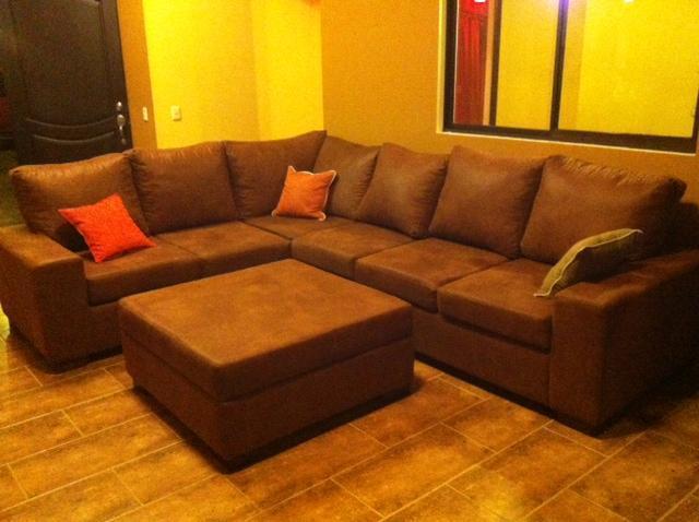 Living room soffor sits 10 bekvämt