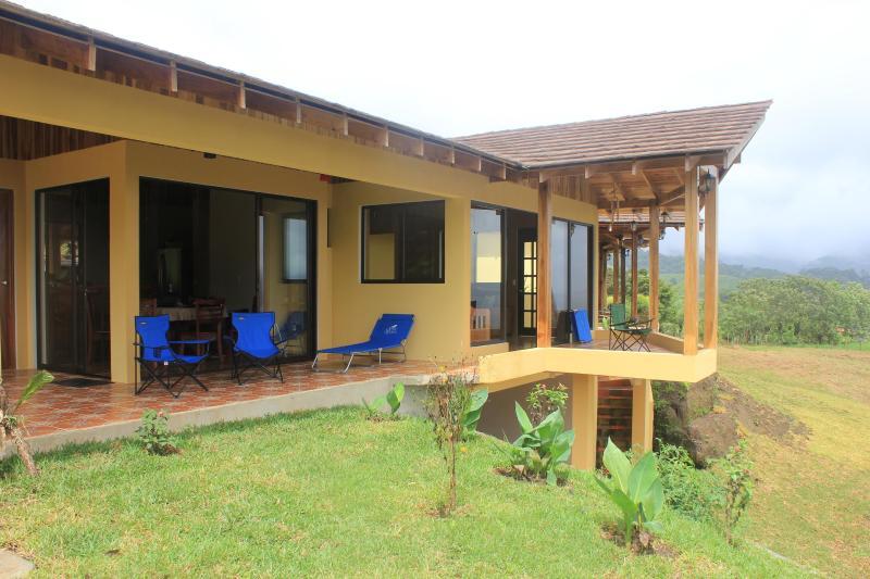 Matsal och vardagsrum terrasser