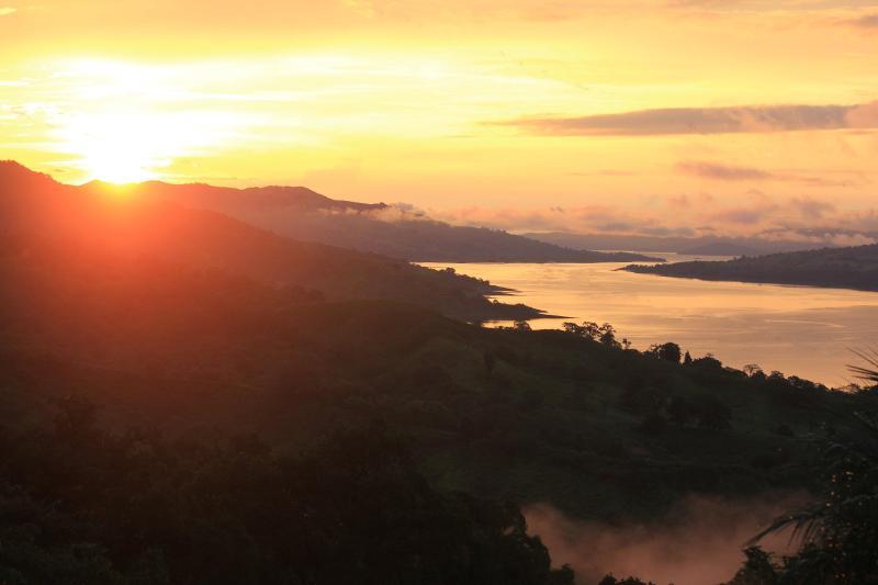 Solnedgång över Laguna Arenal