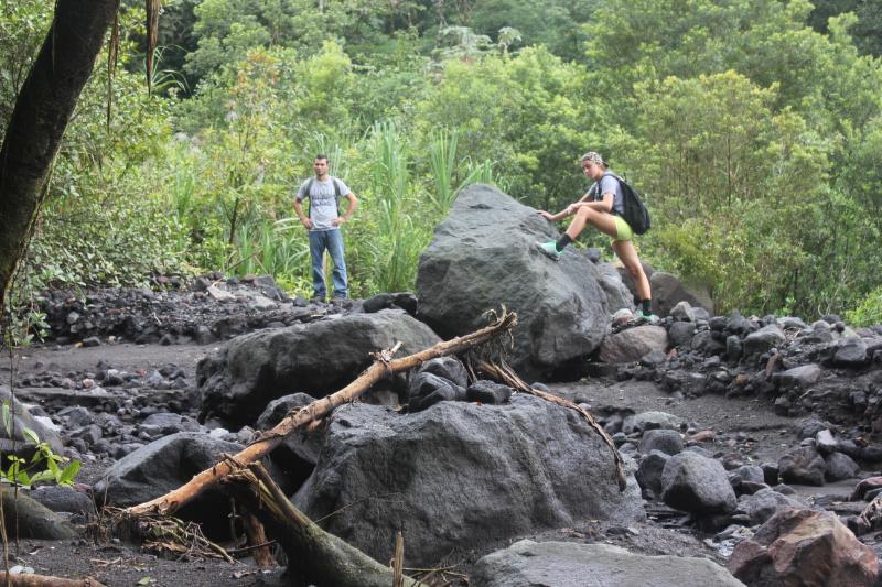 Vandring genom en tvätt till Cerro Chato toppmötet