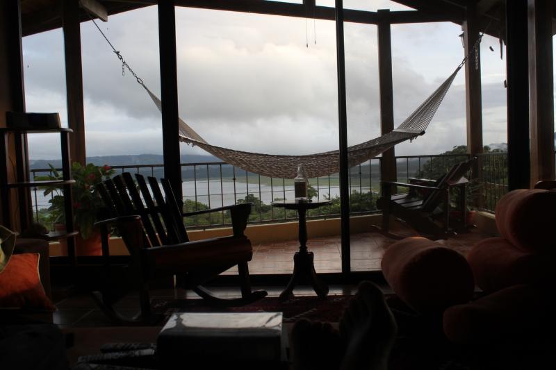 Tänk dig i denna hängmatta tittar över Arenal