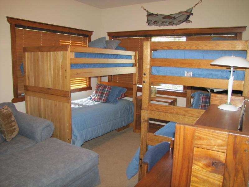 Bunk room for 4 guests