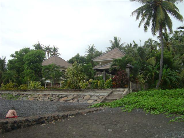 villa from beach side
