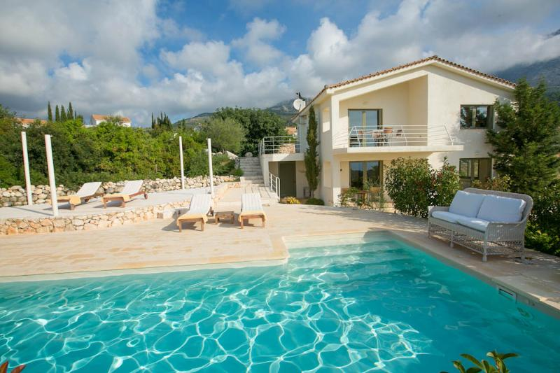 Ideales Resort villa Xteni, aluguéis de temporada em Trapezaki