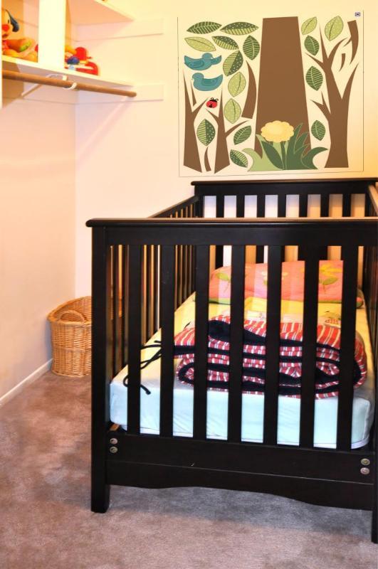 lit en vrai bois à côté de la Chambre des maîtres, un autre pack et jouer également disponible dans le garage