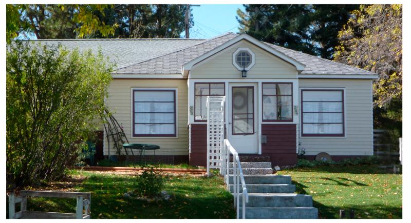 Cozy Bungalow   1/2 of duplex   Separate Entrance & Complete Privacy