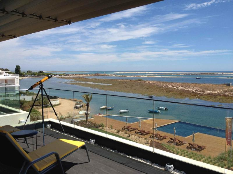 Outstanding Seafront Penthouse 180° Views Algarve, holiday rental in Olhao