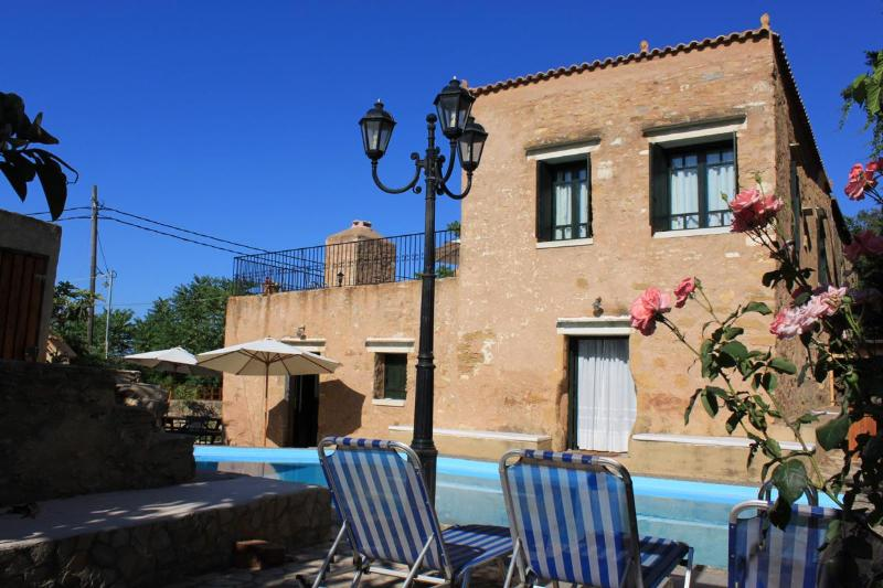 ★ Beautiful luxurious stone Villa Laina, private pool & parking, sea view, WiFi., location de vacances à Crète