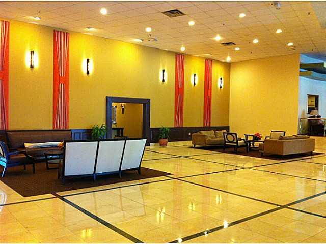 Huge and Comfortale Lobby