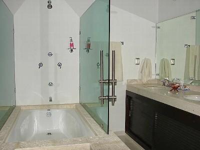 gorgesous ultra modern bathroom