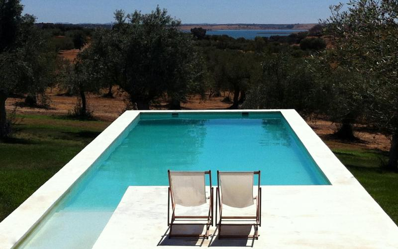 private country house Standing at Alqueva bay, location de vacances à Portel