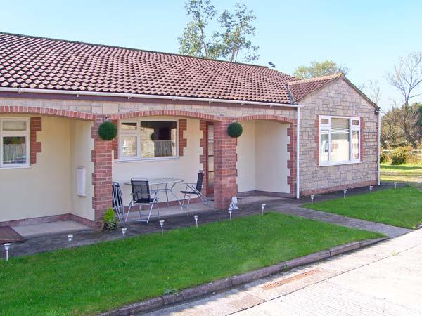 WORCESTER, wheelchair friendly cottage, wet room, off road parking, garden, in, casa vacanza a Catcott