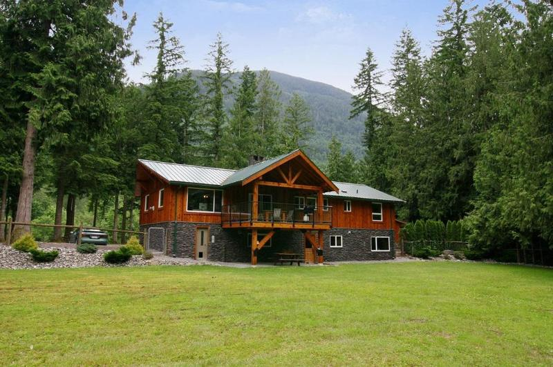 Retour de la rivière Lodge entrée secondaire du Nord terrasse et patio