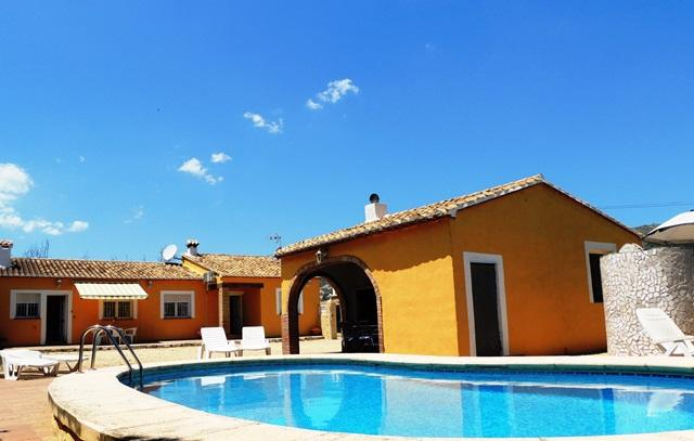 Costa blanca. 3 bedrooms. Private pool. A/C. Wi-Fi, holiday rental in Jalon