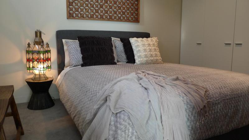Impressive queen size bedroom