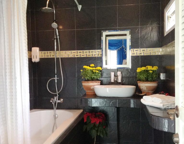 Bathroom A2