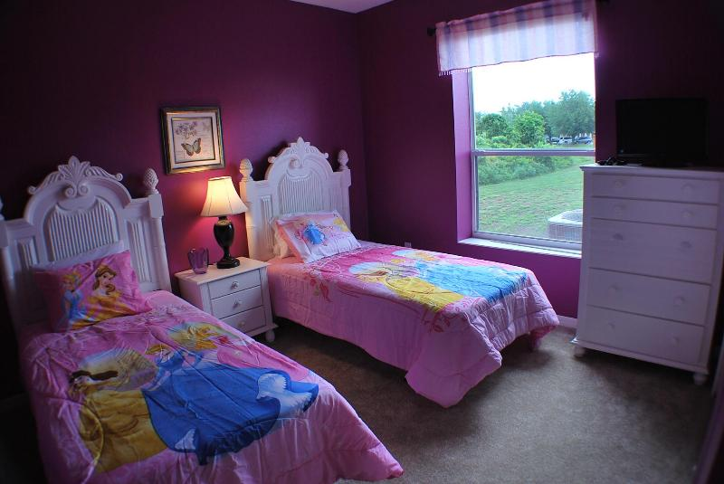 DISNEY PRINCESS ROOM WITH TWO TWIN BEDS