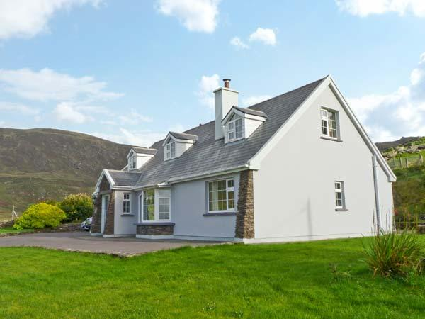 CARRAIG OISIN, detached cottage, open fire, off road parking, garden, in, Ferienwohnung in Ballinskelligs