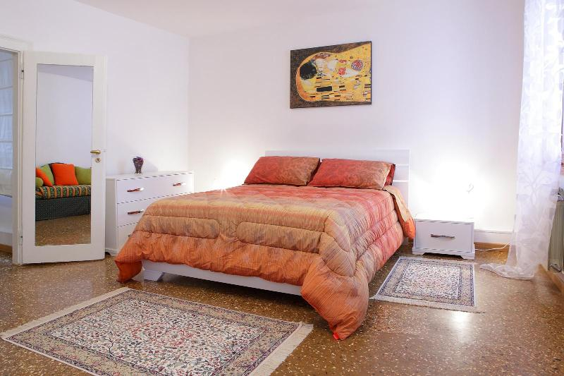 Double room with extra double sofa bed very comfortable (photo 1)
