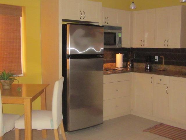 Fully equipped Kitchen & Dining area w/Washer & Dryer