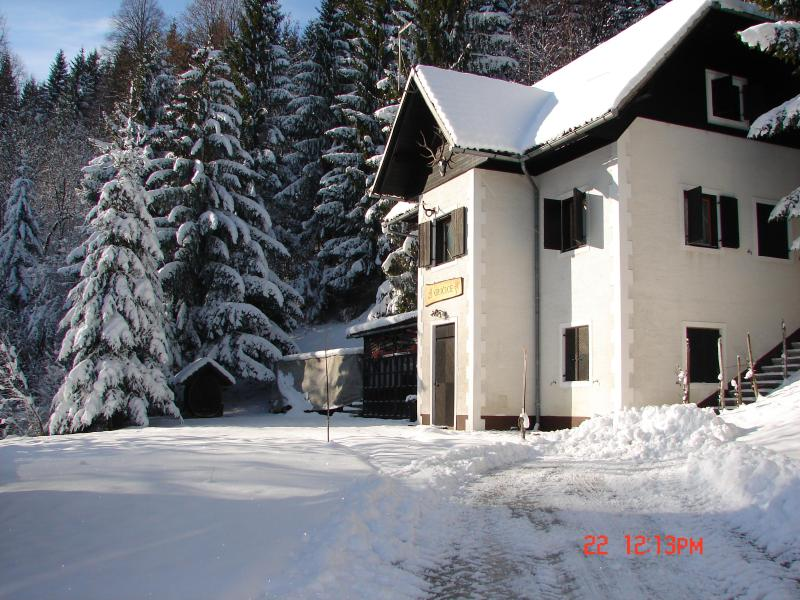 Chalet in Slovenia, Ski &Spa domestic food, wine, casa vacanza a Zuzemberk