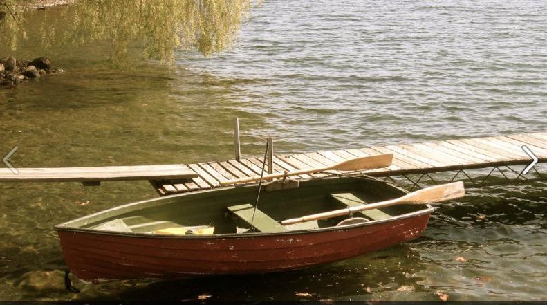 Nuestro pequeño bote rojo