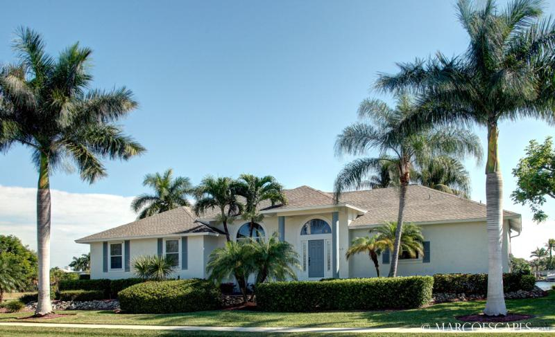 CASTAWAYS - Lost in Luxury on Marco Island!  Walk to Restaurants!, vacation rental in Marco Island