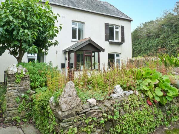 WHITESTONE, pet-friendly apartment, shared garden and games room, Lincombe near, holiday rental in Lee