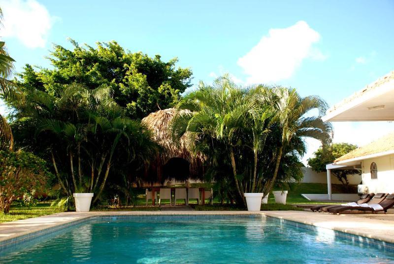 Tropische villa met privé zwembad in grote ommuurde tropische tuin (2200m 2) genieten van volledige privacy