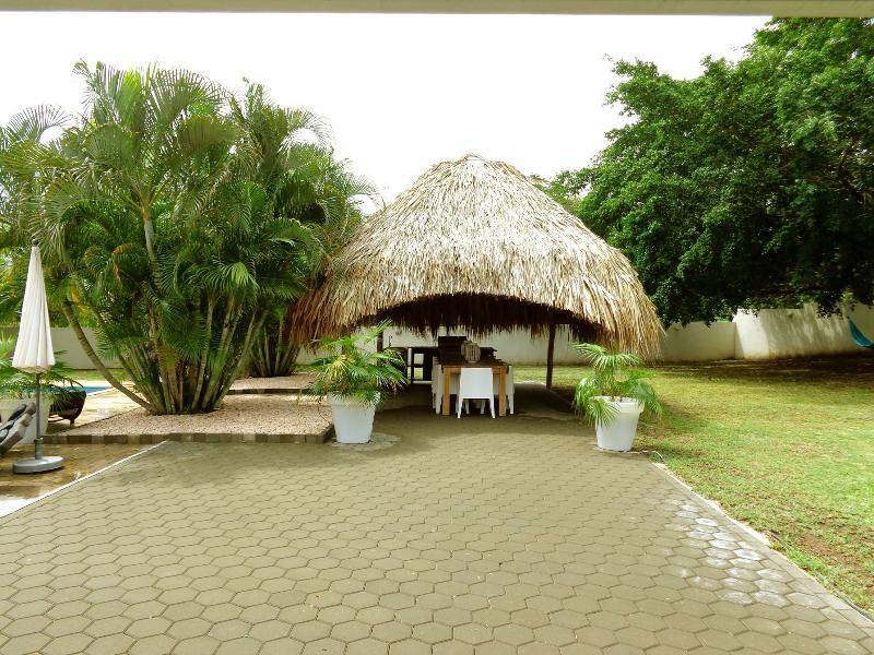 Palapa : salle à manger extérieure avec grande cuisine extérieure et BBQ