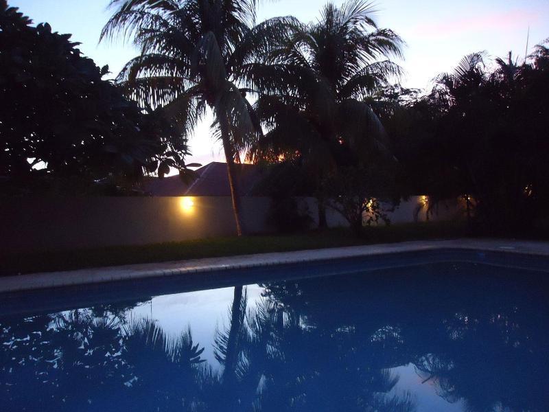 Profiter d'un romantique coucher de soleil à vous propre piscine privée